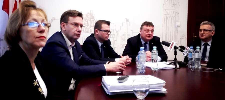Projekt budżetu na 2018 rok przedstawiono podczas konferencji prasowej w Urzędzie Miejskim w Elblągu