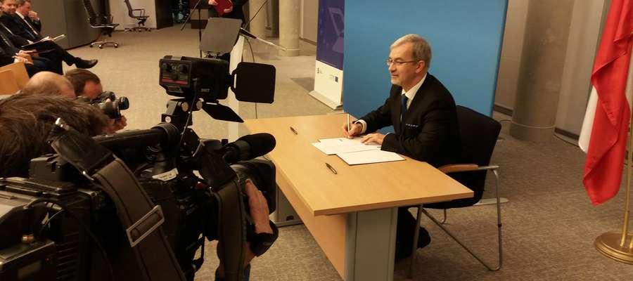 Wiceminister Rozwoju Jerzy Kwiecinski podpisał w imieniu rządu umowę dot. realizacji Programu Polska-Rosja.