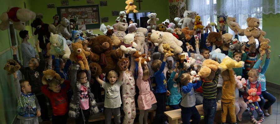 Dzieci przyniosły do szkoły swoje misie