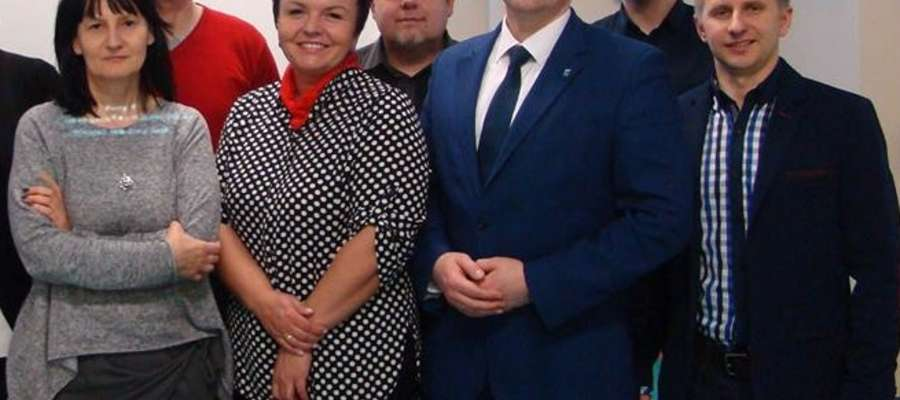 """Zespół do spraw realizacji projektu """"Lidzbark Warmiński bez wad postawy"""" oraz burmistrz Jacek Wiśniowski"""