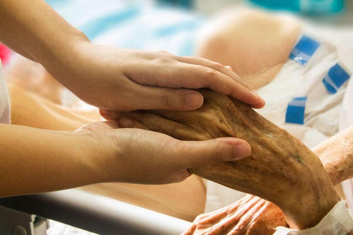 Opiekujesz osobą chorą, zaopiekuj się także sobą  - full image