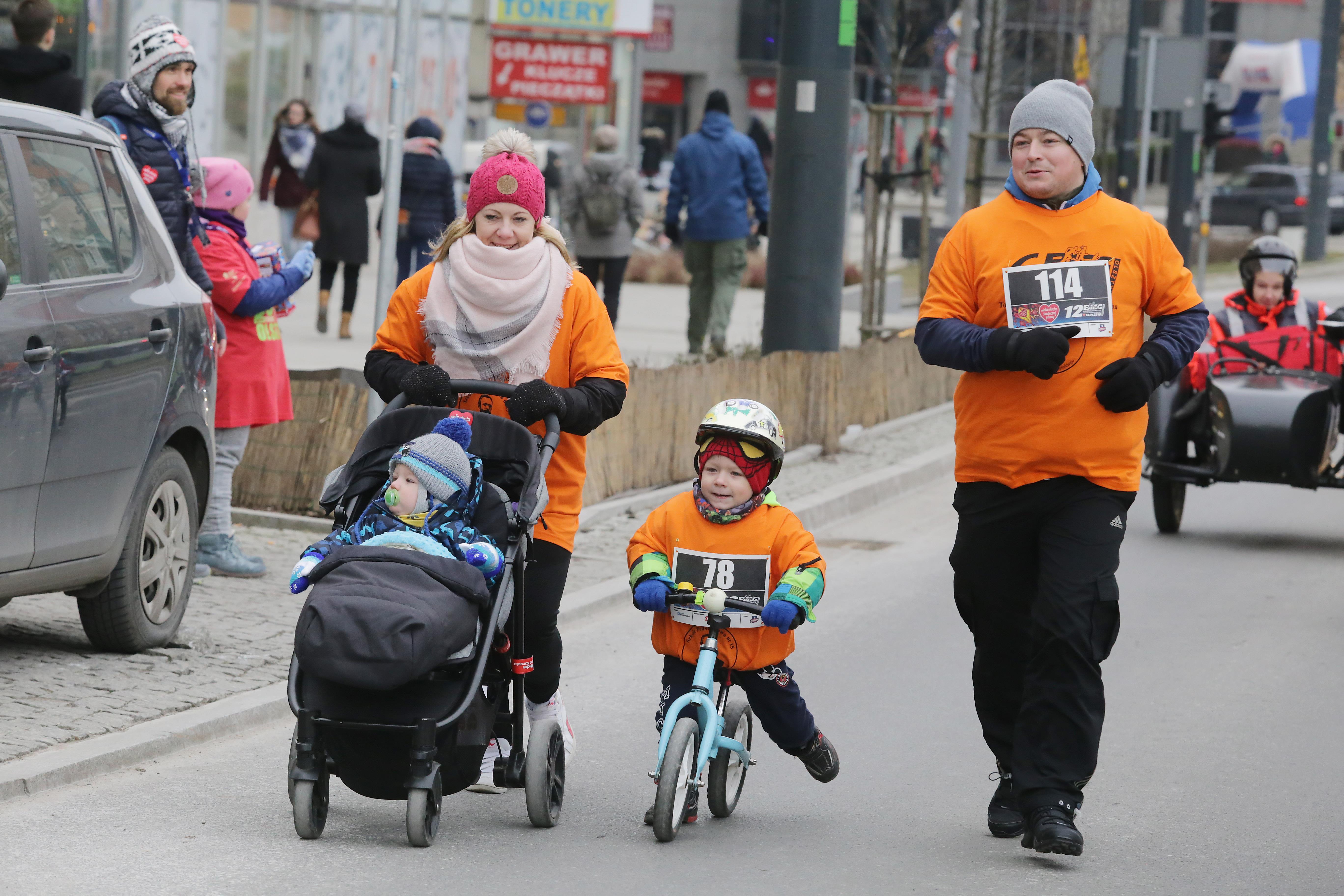 WOŚP 2018  Olsztyn- Wielka Orkiestra Świątecznej Pomocy po raz kolejny gra w Olsztynie Nz.biegi