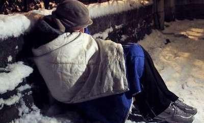 Dzielnicowy ruszył z pomocą bezdomnemu
