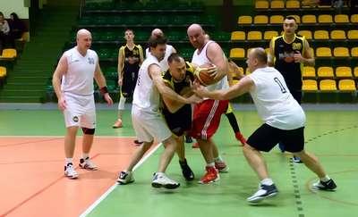 Derby powiatu dla koszykarzy Mejdej Boyz