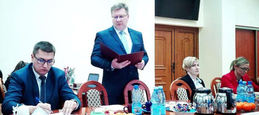 Obrady sesji Rady Gminy. Zdjęcie jest tylko ilustracją tekstu.