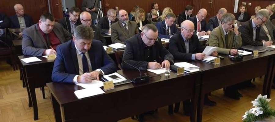 Radni miejscy podjęli uchwałę budżetową większością głosów.