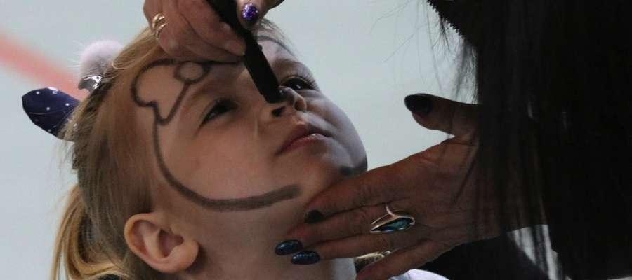 Jedną z atrakcji dla dzieci podczas kisielickiej WOŚP było malowanie twarzy