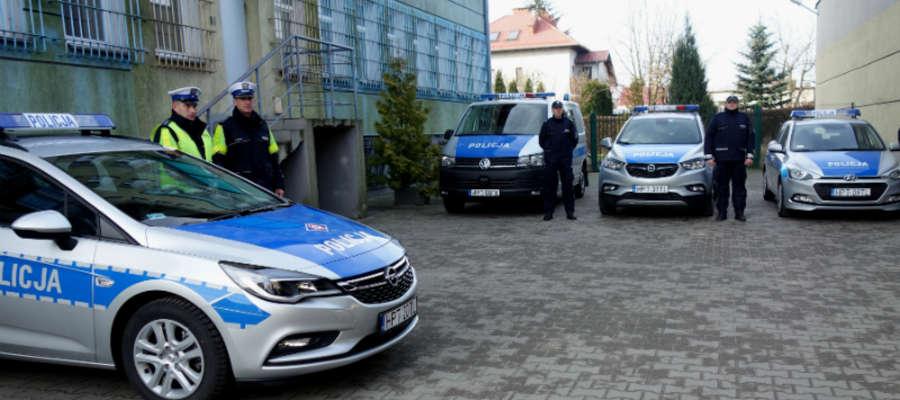 Przekazanie odbyło się na placu komendy powiatowej policji w Iławie
