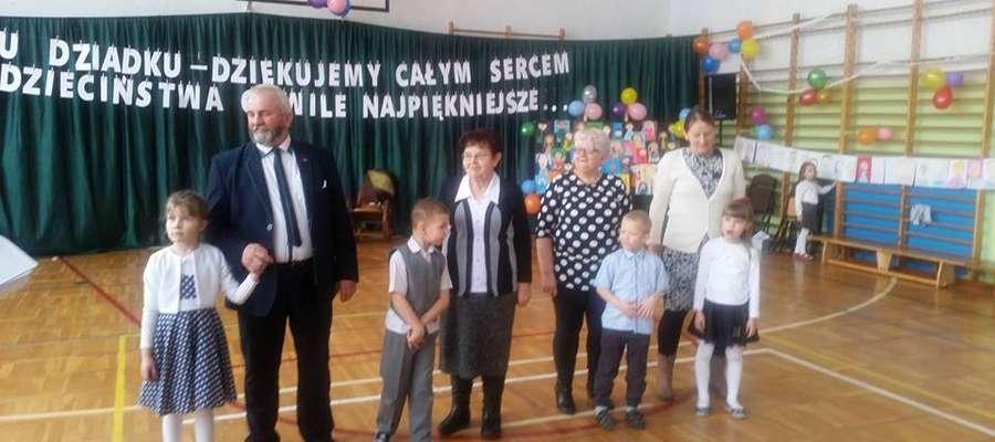 Podczas uroczystości w szkole w Marzęcicach