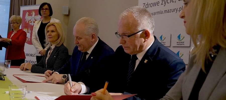 Moment podpisania umowy w Olsztynie