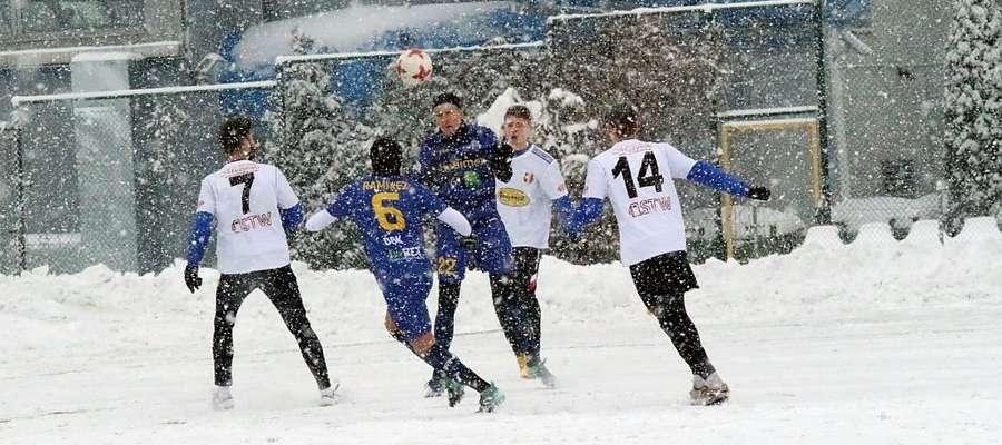 W takich warunkach przyszło rywalizować w środę piłkarzom Stomilu Olsztyn i Olimpii Zambrów