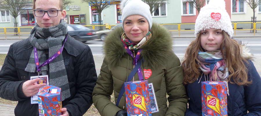 Rodzinny wolontariat na rzecz Orkiestry: pani Monika z córką Olą i synem Karolem