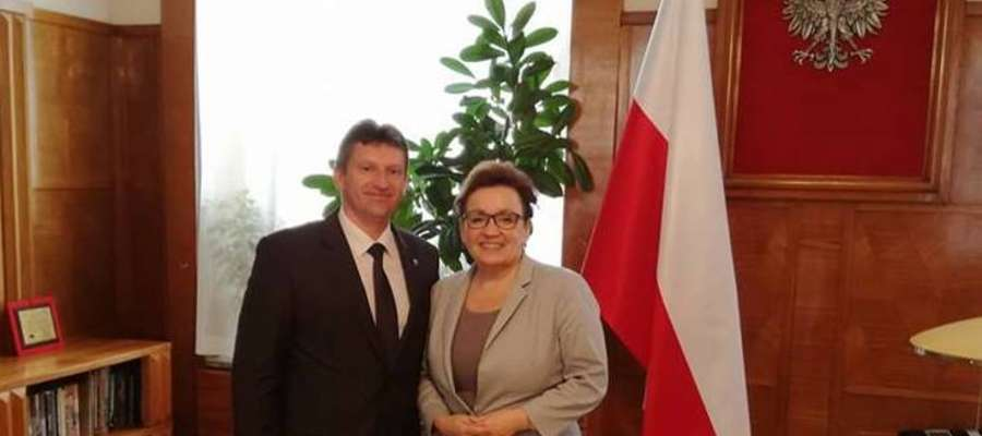 """Burmistrz Lidzbarka Warmińskiego spotkał się kolejny raz z Minister Edukacji Anną Zalewską w sprawie projektu """"Lidzbark Warmiński bez wad postawy"""""""