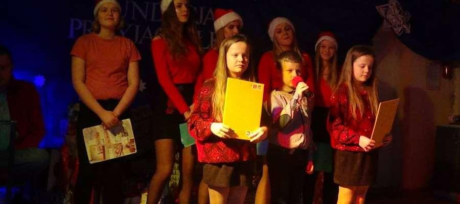 W Henrykowie 22 grudnia 2017r  odbyło się spotkanie wigilijne, podczas którego święty Mikołaj obdarował dzieci atrakcyjnymi prezentami. Było też śpiewanie kolęd i dzielenie się opłatkiem