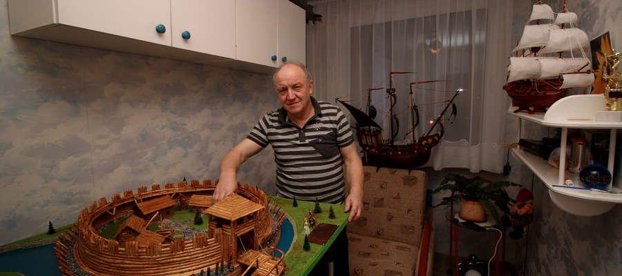 Ferdynand Sosnowski ze swoimi dziełami
