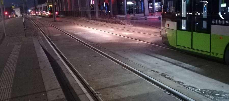8 stycznia około godziny 6.45 w pobliżu Galerii Warmińskiej stały 3 tramwaje. Żaden z nich nie mógł jechać dalej.