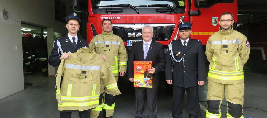 Nowe ubrania znacząco poprawią komfort pracy strażaków ochotników oraz ich bezpieczeństwo w czasie akcji.