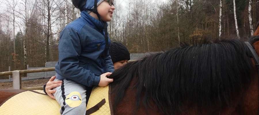 6-letni Mikołaj Radzikowski jest radosnym dzieckiem, ale też niestety walczy z wieloma zaburzeniami zdrowotnymi