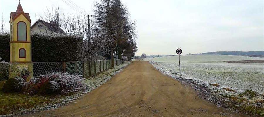Nowy asfalt w Łąkorzu ułatwi dojazd do gospodarstw i nad jezioro Osetno