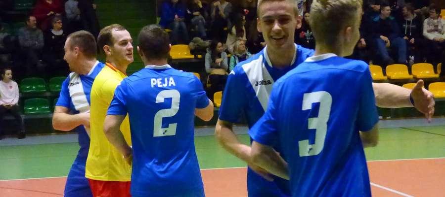 Wielka radość w zespole Źródlanych po zwycięskim meczu z Żelaznem