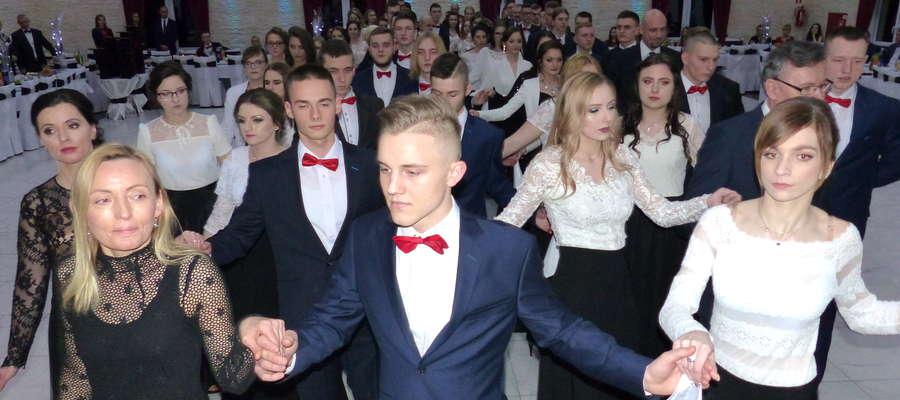 Studniówka Zespołu Szkół Zawodowych w Kurzętniku. [ZDJĘCIA]