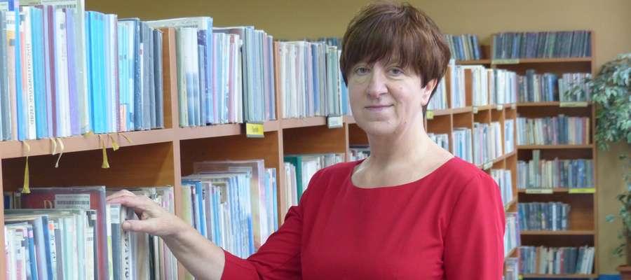 Stefania Dziedzic, emerytowana już dyrektorka biblioteki w Kisielicach, tu akurat podczas wizyty w bibliotece miejskiej w Iławie