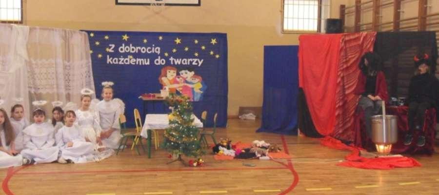 Jasełka w szkole w Biskupcu