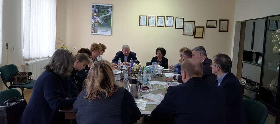 fot. — W siedzibie starostwa powiatowego odbyło się spotkanie starosty z dyrektorami placówek oświatowych