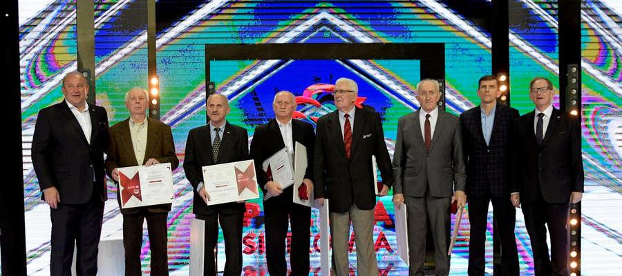 Andrzej Grygołowicz (drugi z lewej) podczas uroczystości we wrocławskiej Hali Stulecia