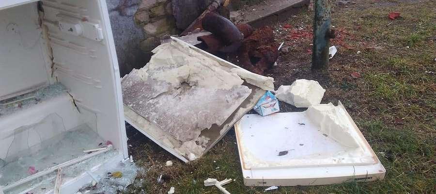 Pani Kamili zniszczono lodówkę i pobito okna w remontowanym domu