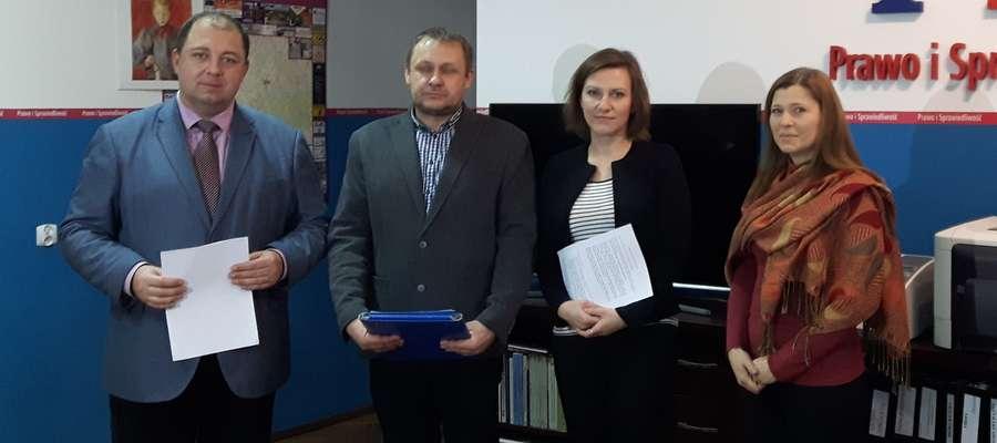 Umowę podpisano w siedzibie posła Wojciecha Kossakowskiego