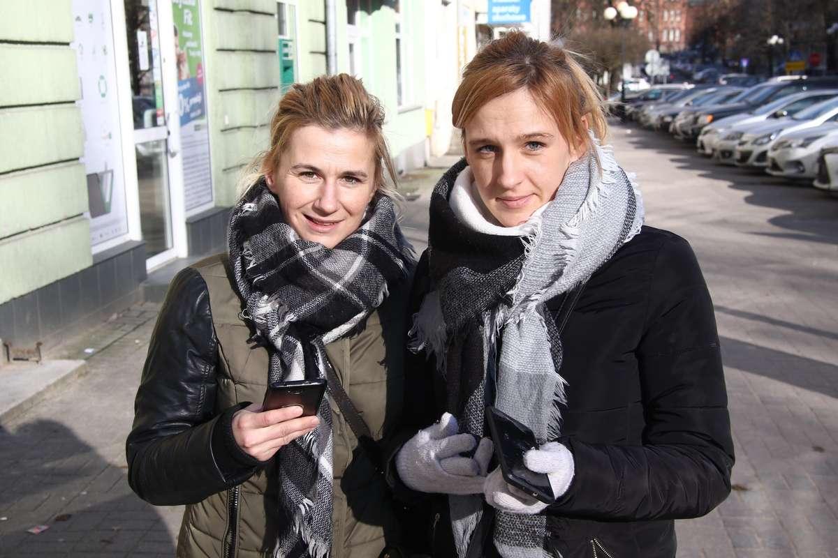 Sonda elektrosmog  Olsztyn- Nz. Monika Florkowska (L) i Natalia Jankowska (P)