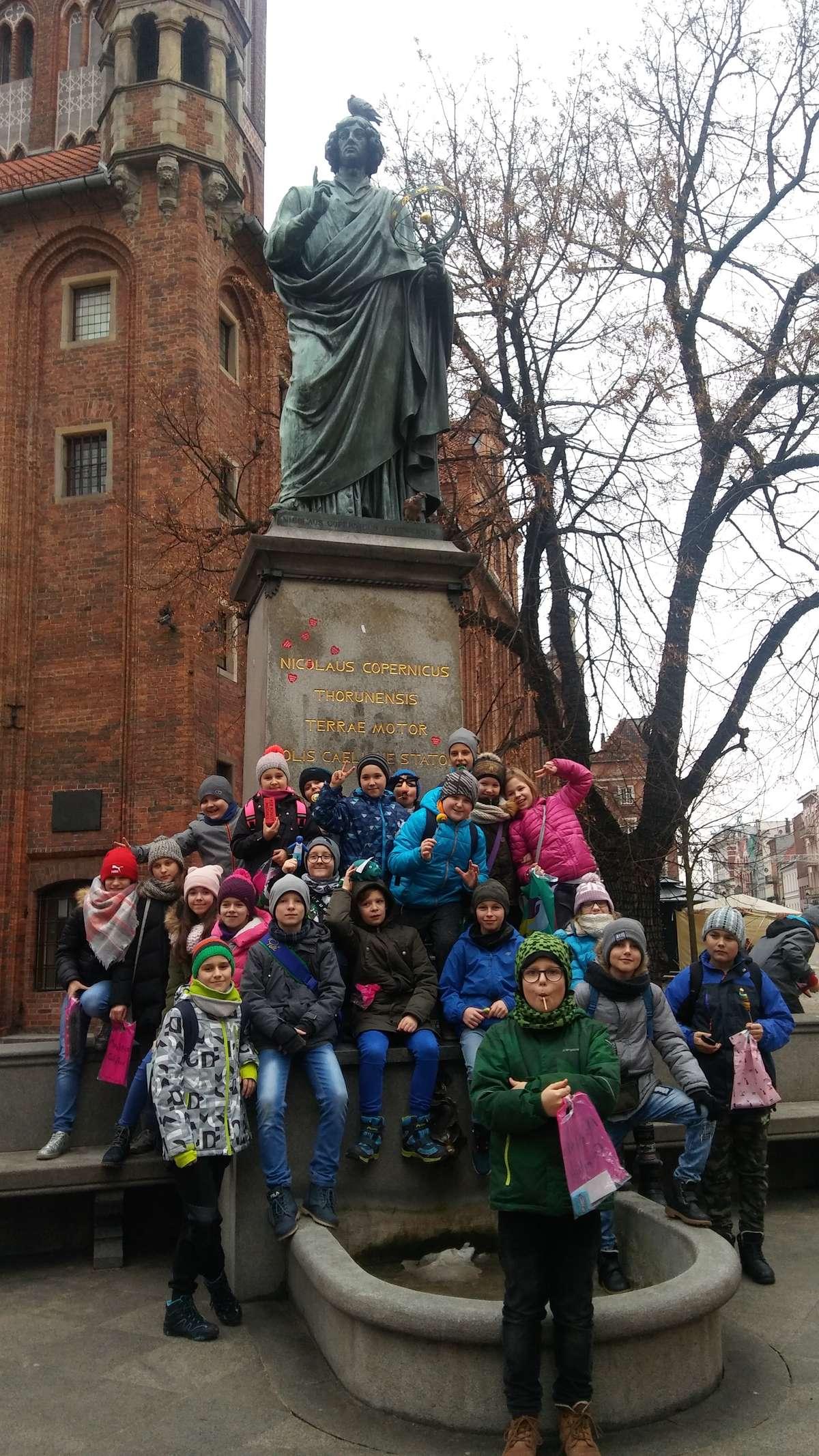 Pamiątkowe zdjęcie z wizyty w Toruniu