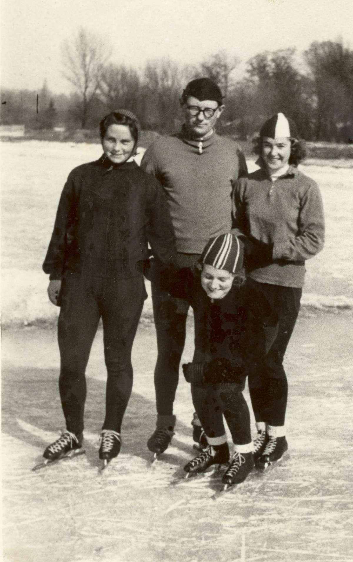 Kazimierz Kalbarczyk z zawodniczkami: Elwira Soroczyńska, Basia Metz i Helena Pilejczyk (od lewej)