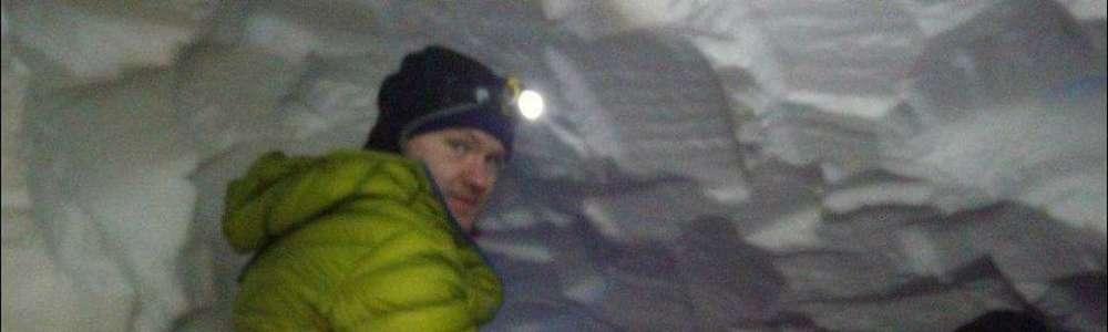 Załamanie pogody na Elbrusie. Strażacy z Olsztyna czekają na lepsze warunki w jamie śnieżnej