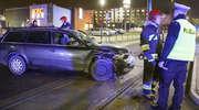 Osobówka zderzyła się z tramwajem w Olsztynie [ZDJĘCIA, VIDEO]