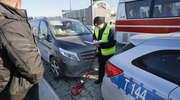 Policjant i strażnik miejski w szpitalu, a do tego cztery uszkodzone pojazdy - wynik serii niefortunnych zdarzeń w Olsztynie