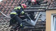 Pożar poddasza wielorodzinnego budynku przy ul. Wajdy w Bartoszycach. NOWE ZDJĘCIA