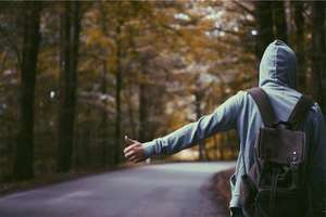 """Nietrzeźwy, bez odblasków wybrał się w podróż """"na stopa"""""""