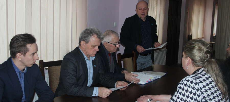 Wójt Piotr Kostrzewski przesunął termin rozprawy