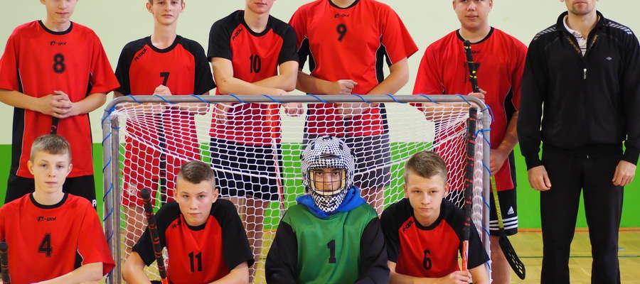 Zwycięska drużyna unihokeja z Wiśniewa