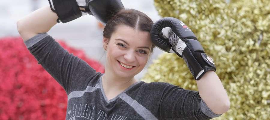 Karolina Rogóż Namiotko  Olsztyn-Karolina Rogóż Namiotko chce zmienić swoje życie. Uprawia box i gra na perkusji.