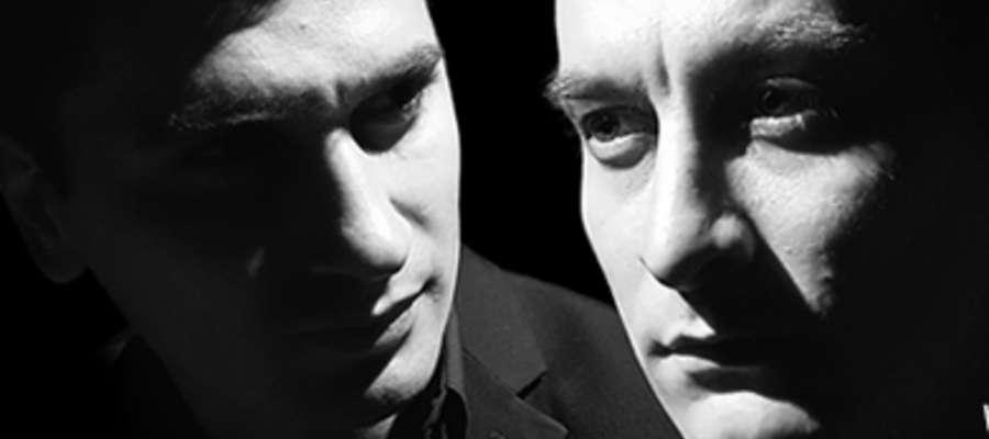 """""""Wyspa"""" to spektakl o dwóch braciach, którzy spotykają się po kilku latach niewidzenia się, na pogrzebie ojca."""