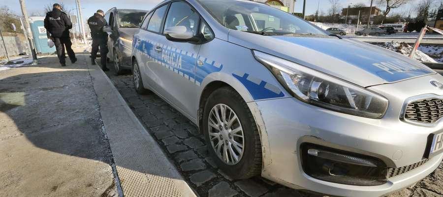 Wypadek rondo policja  Olsztyn-kolizja radiowozu z mercedesem vito na rondzie ul.Lubelska. Dwóch policjantów w szpitalu na obserwacji.