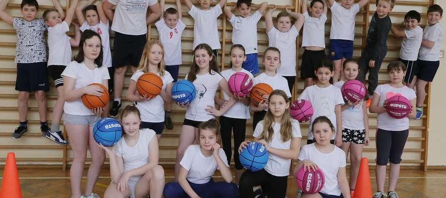 WUEF SP 13  Olsztyn-koedukacyjna lekcja wychowania fizycznego w SP 13