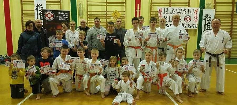 Uczestnicy Bezpłatnej Zimowej Akademii karate organizowanej przez IKKK