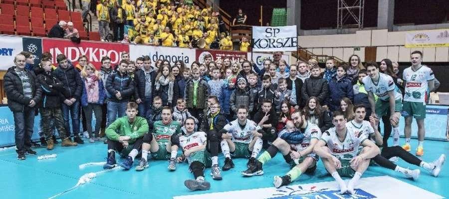 Na ligowy mecz do Olsztyna zjechały trzy autokary kibiców z Korsz.