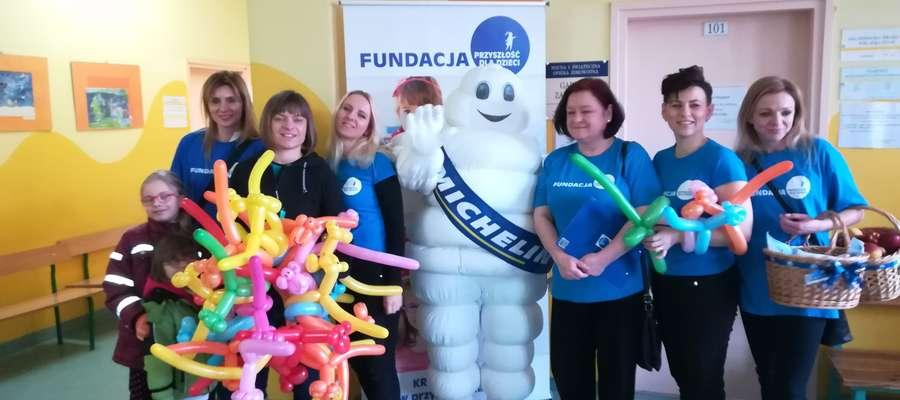 Fundacja Przyszłość dla Dzieci i ludzik Michelin zadbali o dobry nastrój małych pacjentów
