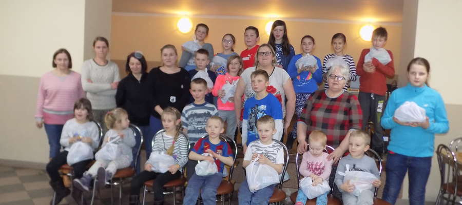 Wspólne zdjęcie uczestników ferii w Wawrowicach