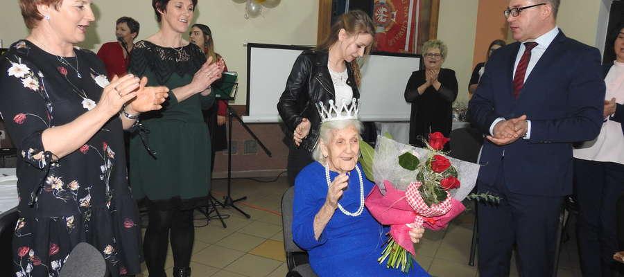 Gościem specjalnym Balu Seniora była 95 – letnia Helena Słupska, której przyznano tytuł diamentowej królowej